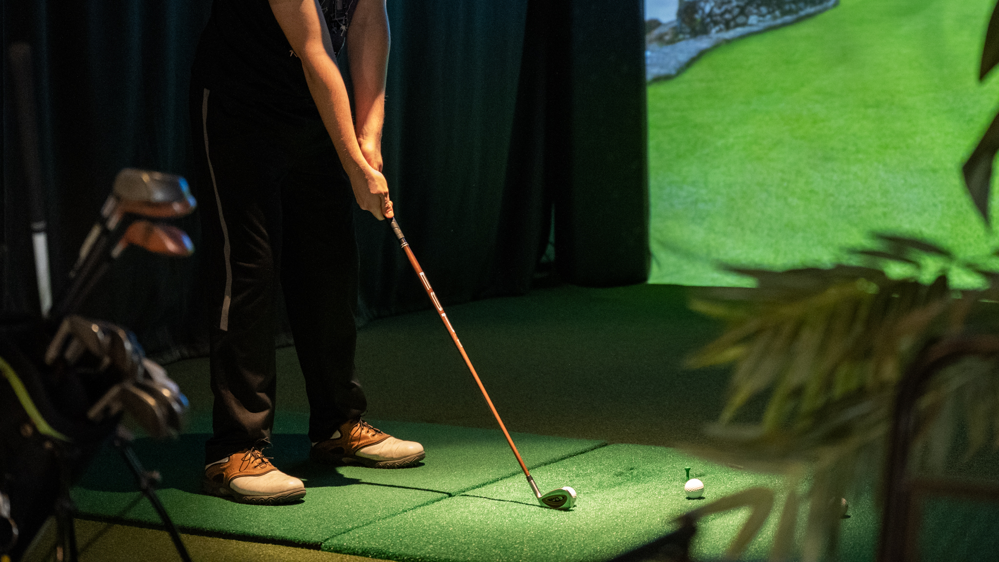 VIDEO: UNEEKOR Golf Simulators – Unboxing the QED and EYEXO